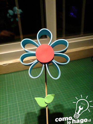como hacer una flor de goma eva para regalar